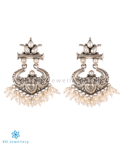 The Simha Visirimurugu Silver Earrings (Pearl)