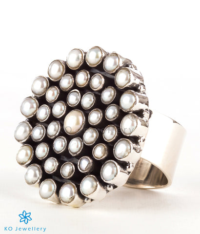 The Amrita Silver Gemstone Cocktail Finger-ring (Pearl)