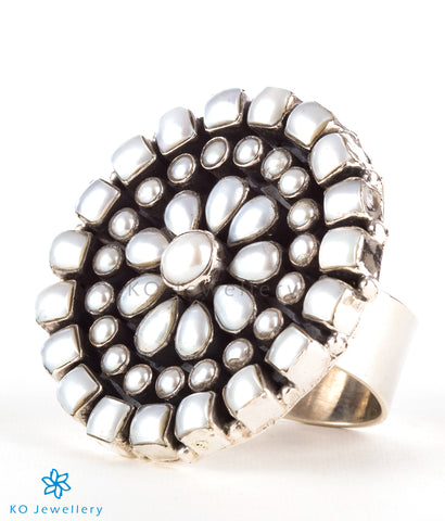 The Chitrani Silver Gemstone Cocktail Finger-ring (Pearl)