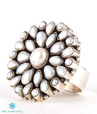 The Divit Silver Gemstone Cocktail Finger-ring (Pearl)