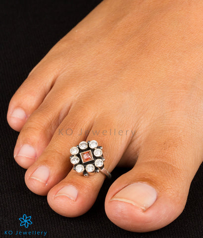 Red cubic zircon adorned silver toe-rings online shopping India