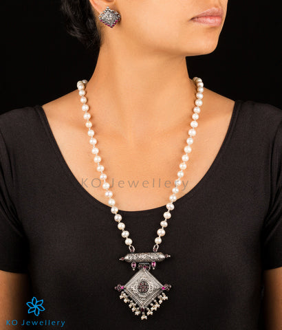 The Kostha Silver Pearl Necklace