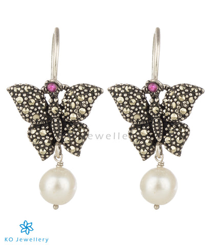 The Tittli Mercasite Silver Earrings (Pearl)
