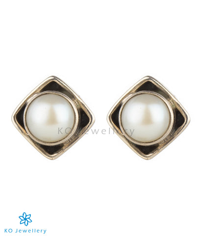 The Anvit Silver Ear-studs(Pearl)