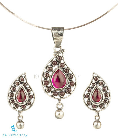 The Shobita Silver Paisley Pendant Set (Oxidised)