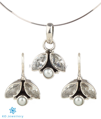 The Shyna Silver Gemstone Pendant Set(White)