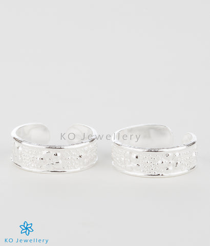 The Pushpita Silver Toe-Rings