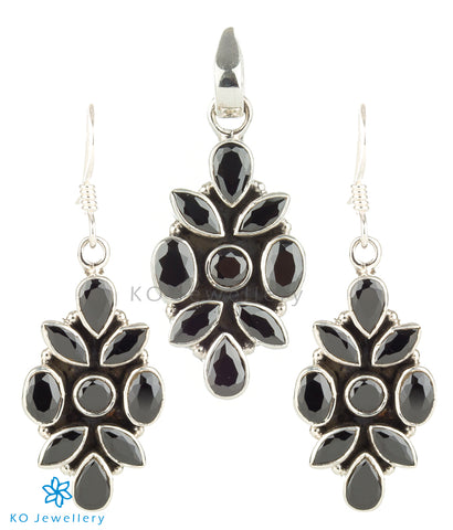The Iti Silver Gemstone Pendant Set (Black)