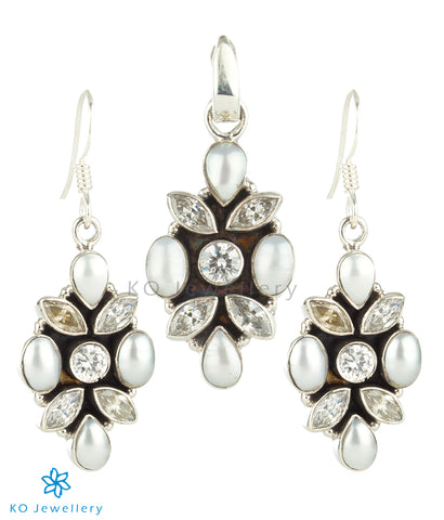 The Iti Silver Gemstone Pendant Set (Zircon/Pearl)