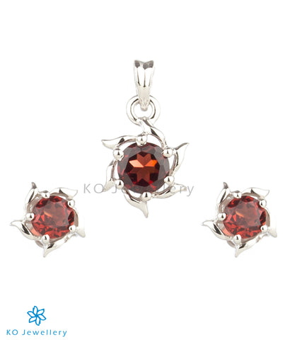 The Solitaire Silver Pendant Set (Garnet/Red)