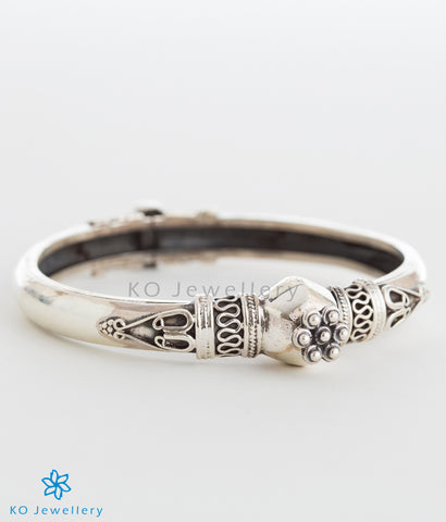 Pure silver Rajasthani bangle with intricate design online