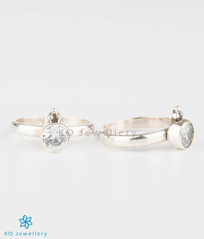 The Abhata Silver Toe-rings (White)