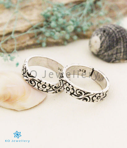 The Pratham Silver Floral Toe-Rings