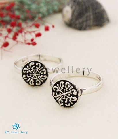The Janya Silver Floral Toe-Rings