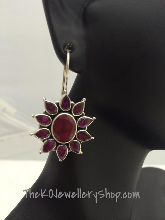 Flower shaped contemporary earring shop online