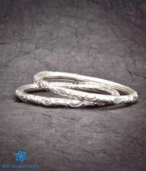 The Dyutita Openable Silver Bracelet(Size 2.4/2.6)