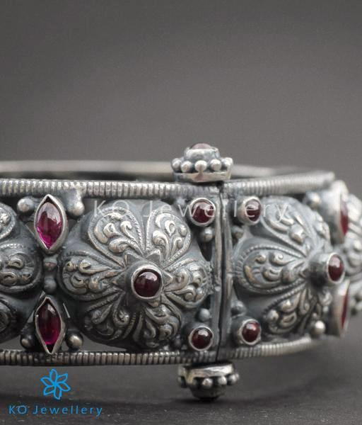 The Parijata Silver Antique Bangle Red Buy Silver Bangles Online Ko Jewellery