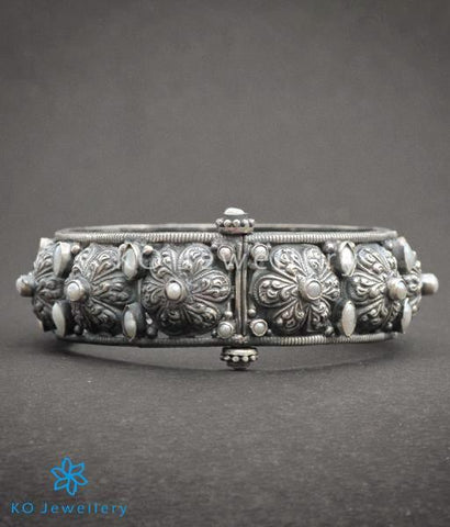 The Parijata Silver Antique Bangle(Pearl)