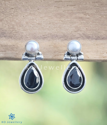 Stunning black zircon and pearl earrings handcrafted to perfection