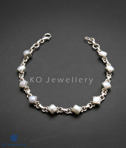 Lightweight, easy to wear silver gemstone bracelet for workplace