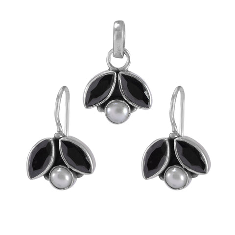 The Shyna Silver Gemstone Pendant Set(Black)