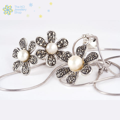 Flower motif Pendant and earrings set in pure 925 silver online shopping india