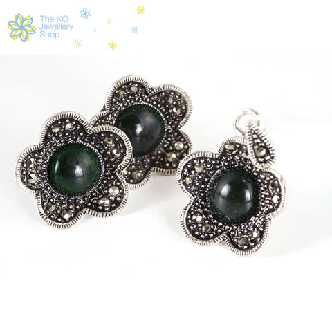 The Aalia Pendant Set -Black/Green