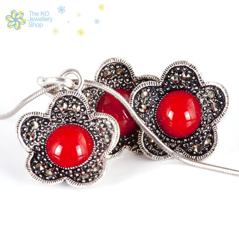 The Aalia Pendant Set in Red