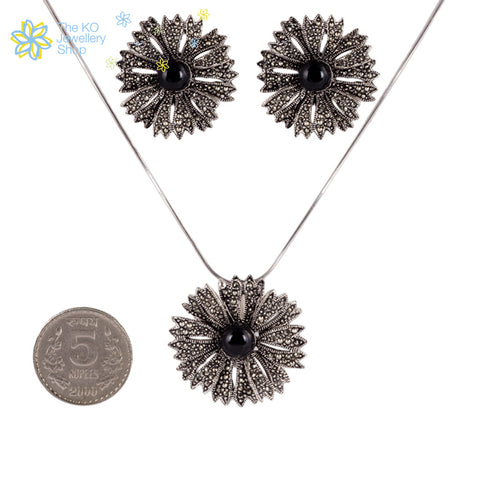 The Gerbera Pendant Set- Pearl - KO Jewellery