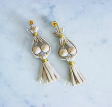 Load image into Gallery viewer, Cocos y Palmas Natural Earrings