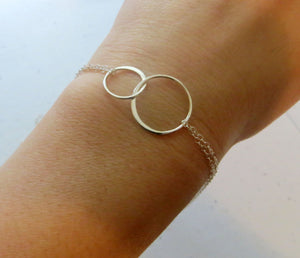 Two sisters bracelet, silver interlocking circles, ETERNITY bracelet, Christmas gift for sisters, sister jewelry