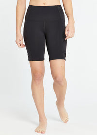 **Available In Select Stores Only** Women's Oiselle Long Pocket Jogger Shorts - Black (102118-BLK)