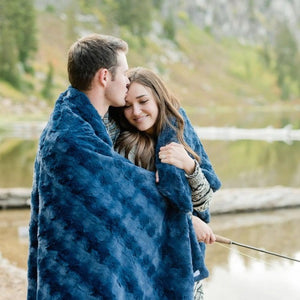Saranoni Midnight Blue Wave Home Throw Blanket
