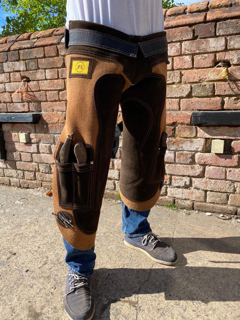 Farriers Equipment Tools | Deluxe Full Leather Apron Chaps | 4 Knife Pockets & Magnet Pockets - Farriers Equipment