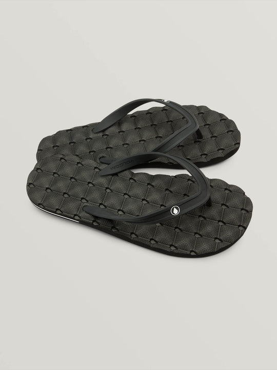 Recliner Rubber 2 Sandals In Black, Front View