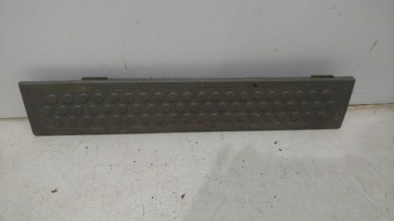 FORD 2002 FORD F350 PICKUP TRUCK King Series Trucks Parts Accessories INTERIOR PARTS MISC RH REAR DOOR SILL PLATE TRIM GRAYIN