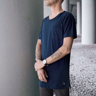 North and Acrux Split Hem Tee (Navy)