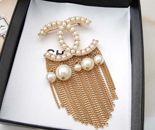 Pearls and chain Brooch (gold) - ebrook lael
