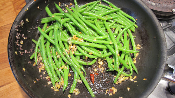 black mustard image##Robin Wellis##http://robin-ellis.net/2011/06/14/green-beans-with-black-mustard-seeds-and-garlic/