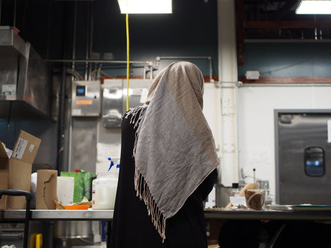 refugee-woman-kitchen-production