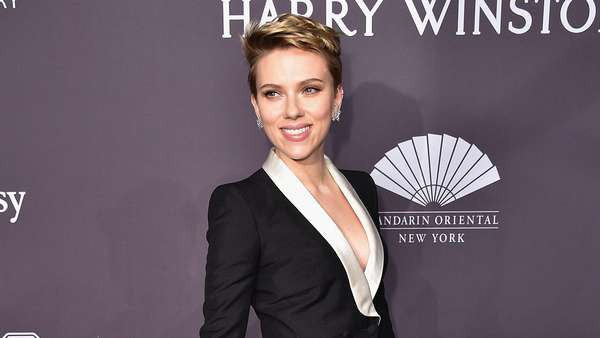 Scarlett Johansson Dons Platinum Jewelry at 'Amfar's Annual New York