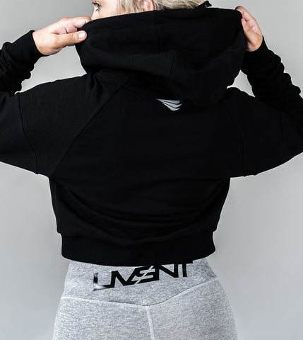 CROPPED PERFORMANCE HOODIE - MIDNIGHT BLACK