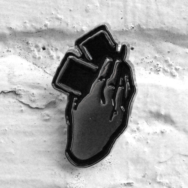 EDWIN Hand Pin Badge Black/Silver