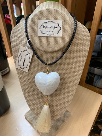 COLLAR WHITE HEART