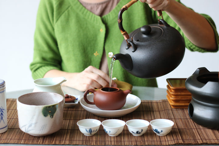 女性學泡茶對社會的意義 The significance of ladies brewing tea