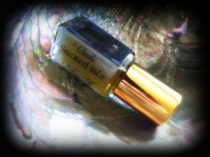SACRED ISLE ~ Apple Honey Jasmine Rose Oakmoss Black Agarwood