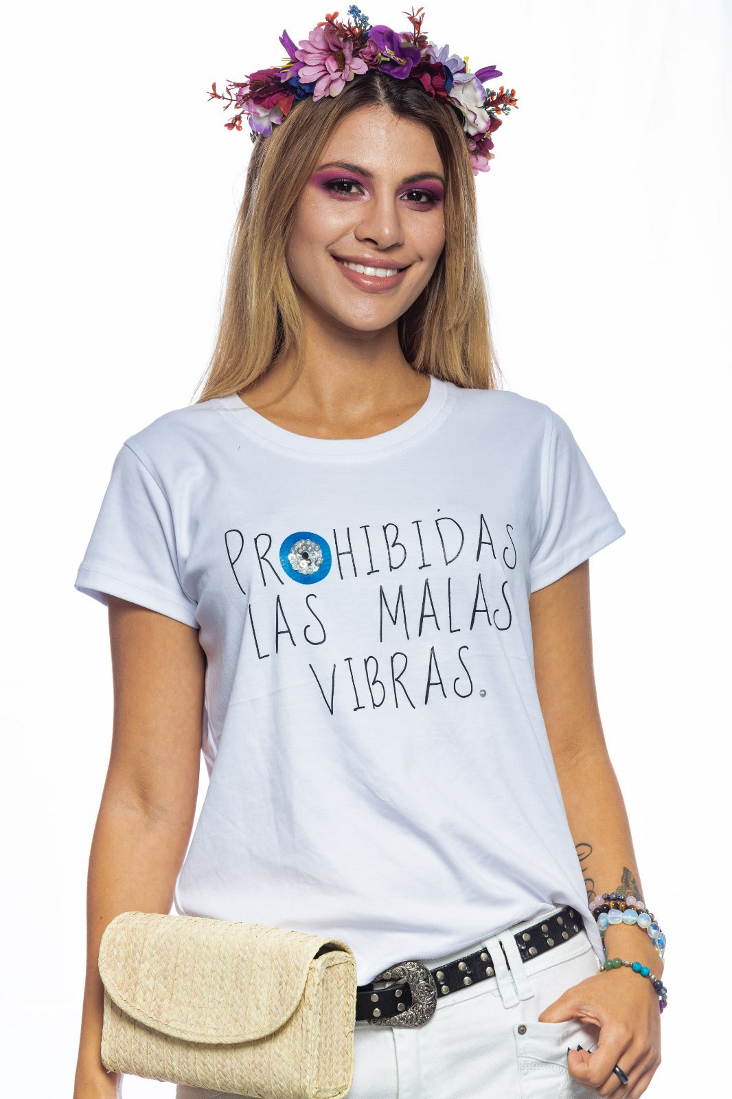 "T-Shirt Regular Sleeve ""Prohibidas las Malas Vibras""."