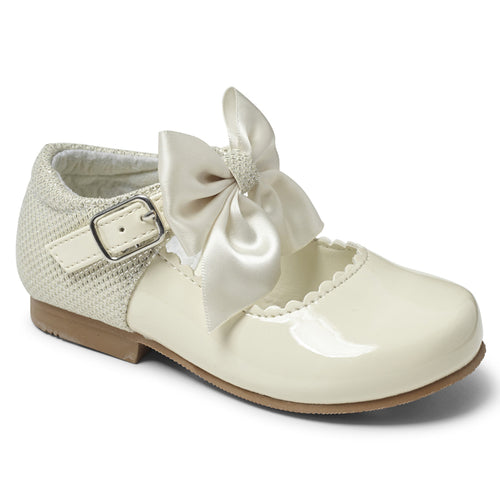 """Kristy Cream"" Girls Bow Shoe"