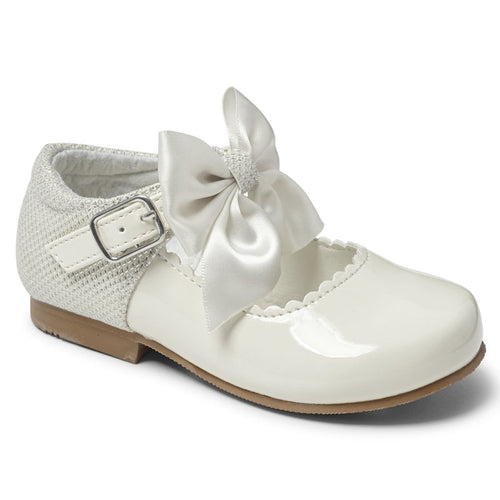 """Kristy White"" Girls Bow Shoe"