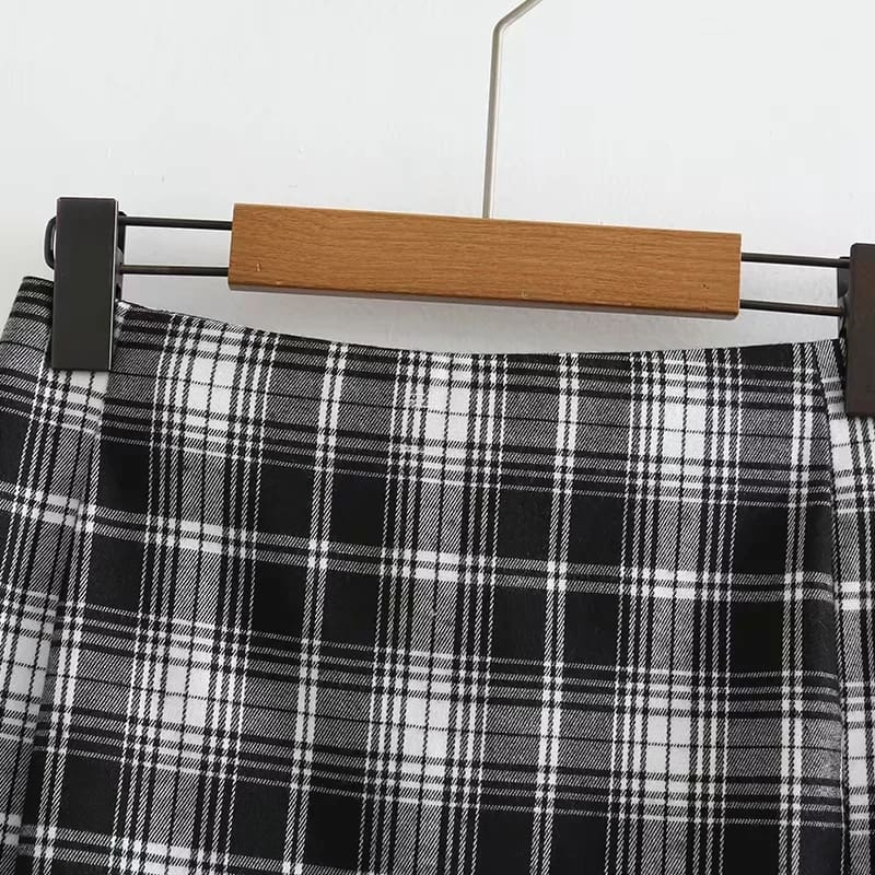 Women White and Black Plaid Print Mini Skirt with